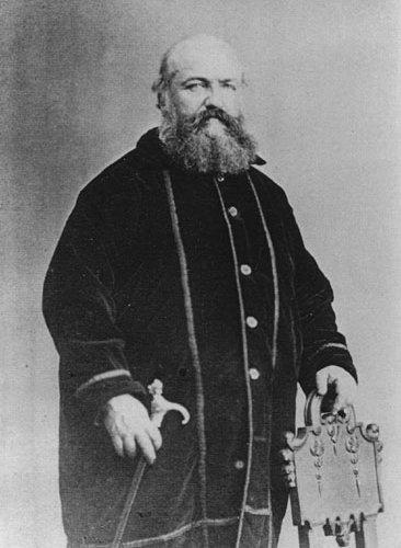 Alphonse Louis-Constant (1810-1875), alias Eliphas Lévi, est un des fondateurs du mouvement occultiste tel qu'on le connaît aujourd'hui. Il a synthétisé plus ou moins heureusement beaucoup de grands textes ésotérique.