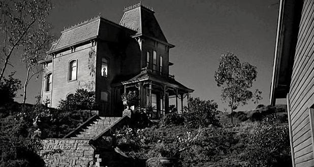 L'Hotel Bates est le lieu pivot du livre Psychose, ainsi que du fameux<br> film qui en <br>découla.