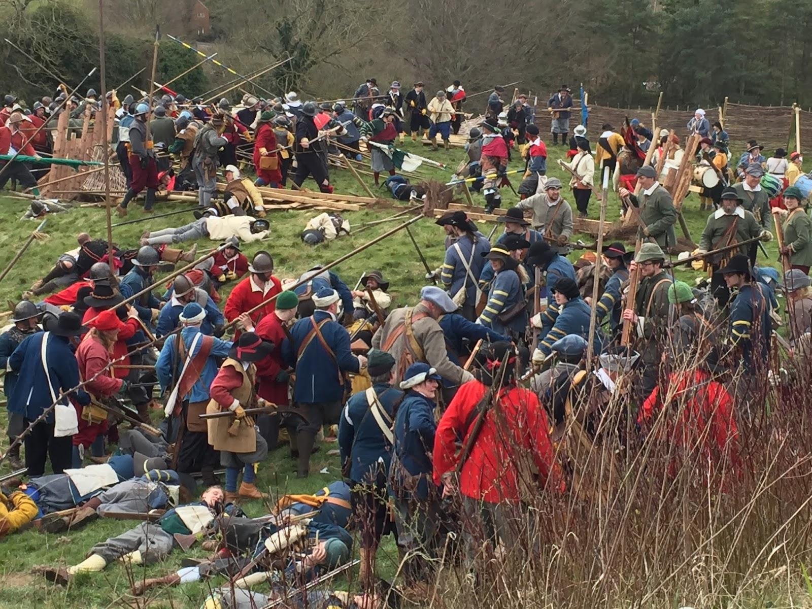 La Sealed Knot Society est un association voué à reconstituer, en costume, les batailles de la guerre civile anglaise.
