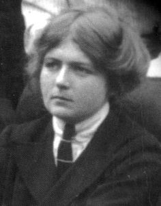 Violet Firth (1890-1946), dit «Dion Fortune» était une occultiste et écrivaine britannique. Elle a co-fondé la <i>Fraternity of the Inner Light</i>.
